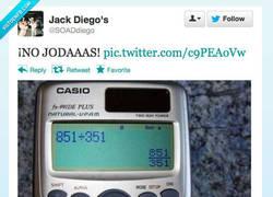 Enlace a Menos mal que tenemos calculadoras por @SOADdiego