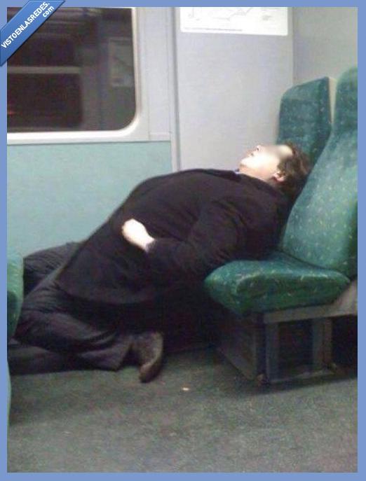 comodo,dormido,dormir,hombre,señor,tren