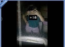 Enlace a Si te vas a sacar fotos frente al espejo...