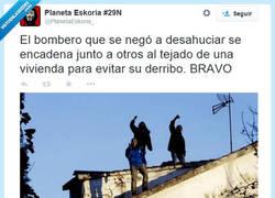 Enlace a Rescatan personas, no las desahucian por @PlanetaEskoria_