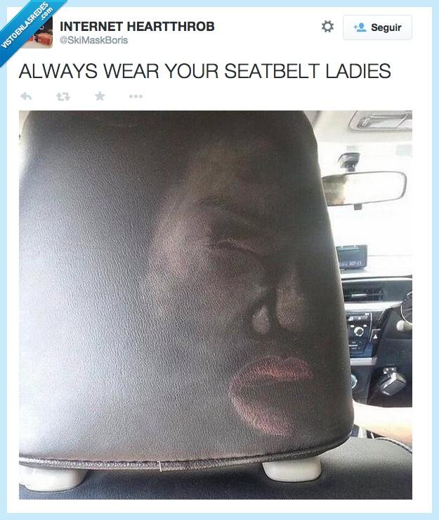 400033 - Usad siempre el cinturón de seguridad, señoritas...
