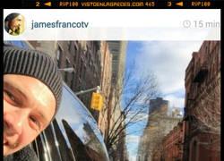 Enlace a James Franco sí que entiende a los paparazzis.