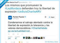 Enlace a El PP contradice uno de sus tweets con la Ley Mordaza por @josealbertocr