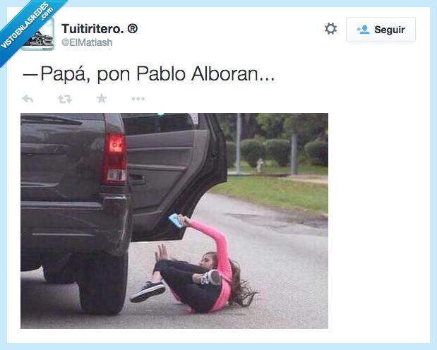 caer,coche,marcha,niña,Pablo Alboran,padre,papa,puerta,tirar,ventana