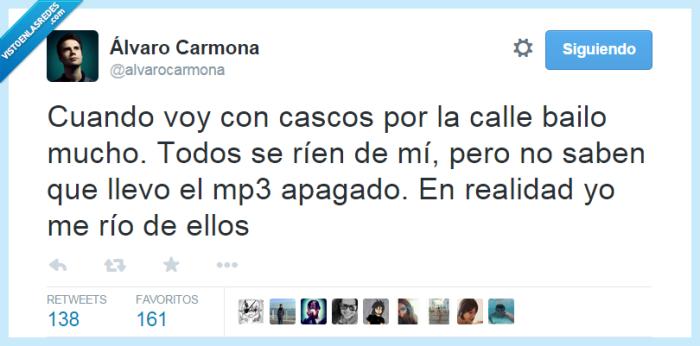 Álvaro Carmona,apagado,bailar,bailo,burla,calle,cascos,ellos,loco,mp3,mucho,musica,oir,reir,rien,rio