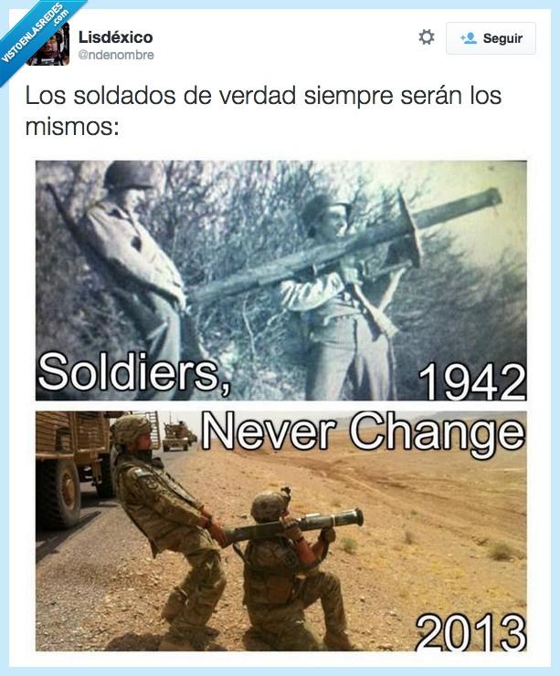 1942,2013,guerra,lanzacohetes,paquete,payaso,soldado,tradición