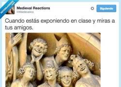 Enlace a Si les miras una sola vez ya estás perdido por @Medievalico