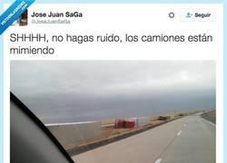 Enlace a No hables tan fuerte, mira... por @JoseJuanSaGa