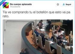 Enlace a Esperanza Aguirre se aburre en el congreso, por @Cucarachis