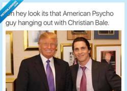 Enlace a Christian Bale al lado de un American Psycho (americano psicópata)