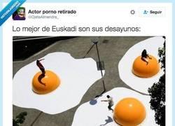 Enlace a Desayunos Vascos: crónica de un infarto anunciado por @OjeteAlmendra_