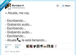 Enlace a Las pobres abuelas no se aclaran con los teléfonos por @MisterBarranca