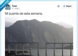 Enlace a Cuando todo el mundo tiene puente menos tú por @__tuan__