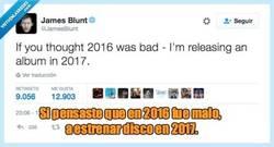Enlace a James Blunt el premio a la autocrítica del año