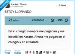 Enlace a El caso es recibir por todos los lados por @LautaroGiunta