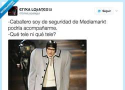 Enlace a Los jorobados tienen problemas para ir a Media Markt por @ErikaLopategui