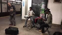 Enlace a Mientras tanto en el metro de New York...