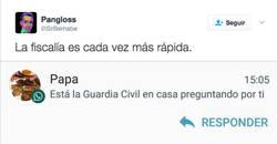 Enlace a La Guardia Civil cada día más eficiente deteniendo a gente que está a punto de twittear esto