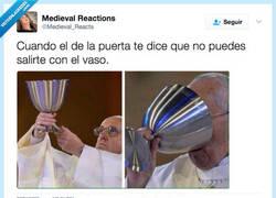 Enlace a Bebérselo a trago por @medieval_reacts