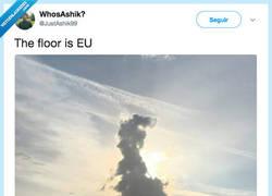 Enlace a El suelo es la Unión Europea, por @JustAshik99
