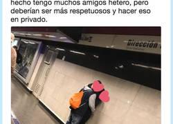 Enlace a Pide respeto después de ver a dos heteros besándose, por @josetomvs