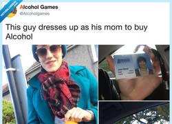 Enlace a Este chico se ha vestido como su madre para ir a comprar alcohol, por @alcoholgames