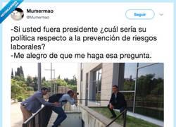 Enlace a Pedro Sanchez se toma muy en serio la prevención de riesgos laborales, por @Mumermao