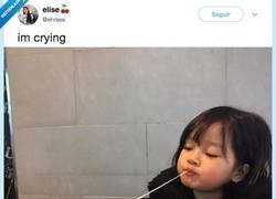 Enlace a Si esta niña comiéndose un