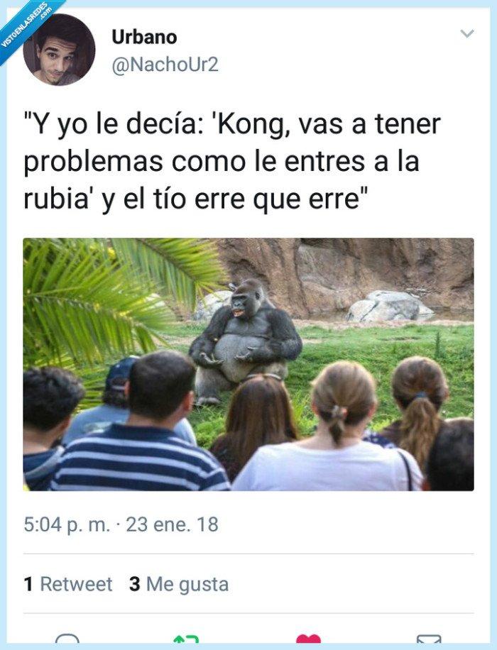 chica,es,King,Kong,no,plátano