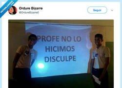 Enlace a No todos los héroes llevan capa, por @OrdureBizarre0