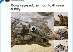 Enlace a Le quita toda la credibilidad a los dinosaurios poniéndole estos ojillos y es la mar de gracioso, por @hattedhedgehog