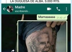 Enlace a Se apuesta con su madre por un puñado de retweets un tatuaje de la Duquesa de Alba, por @BigGameSaul