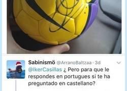 Enlace a Le recriminan por Twitter a Iker Casillas que no sabe que idioma está hablando y queda como un idi0ta