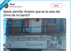 Enlace a Jennifer Aniston ahora imagen del chino de barrio, por @HerecomesRow