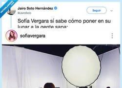 Enlace a Sofía Vergara es una reina del universo y de cerrar bocas y si no mira como deja a esta tía que critíca su culo, por @JairoSoto