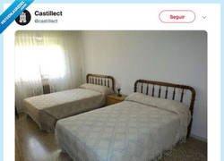 Enlace a La cama de mis vacaciones en el pueblo, por @Castiradio