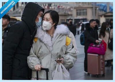 541952 - Se extiende el 'Wuhan Shake', la nueva y curiosa forma de saludarse en China a causa del coronavirus