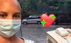 Enlace a Su hija está ingresada en el hospital por cáncer y no puede estar a su lado por culpa del coronavirus; la solución que ha encontrado para estar con ella ha emocionado a todo el mundo