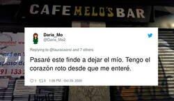 Enlace a Cierra uno de los bares más míticos de Madrid y sus clientes más fieles le rinden un precioso homenaje en la puerta del local, por @lauracaorsi