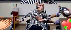 Enlace a La preciosa reacción de una bailarina con alzheimer y silla de ruedas al escuchar 'El Lago de los Cisnes' que pone los pelos de punta de la emoción, por @DespertarMusica