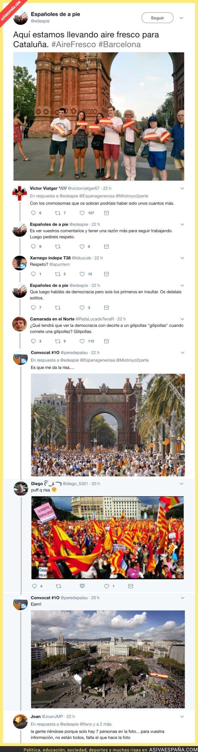 71901 - Suben esta foto en el Arc de Triomf de Barcelona con banderas de España y son la burla en Twitter