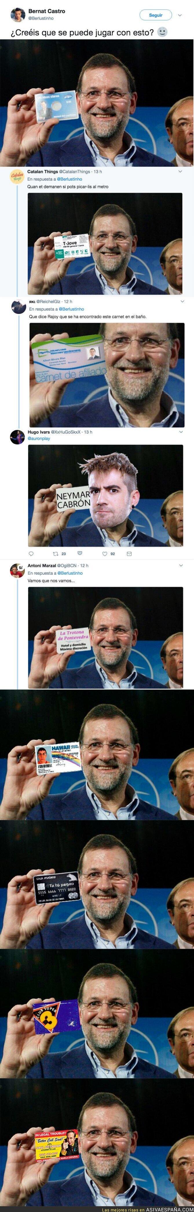 72955 - Internet se llena de memes tras esta foto de Rajoy mostrando un carné