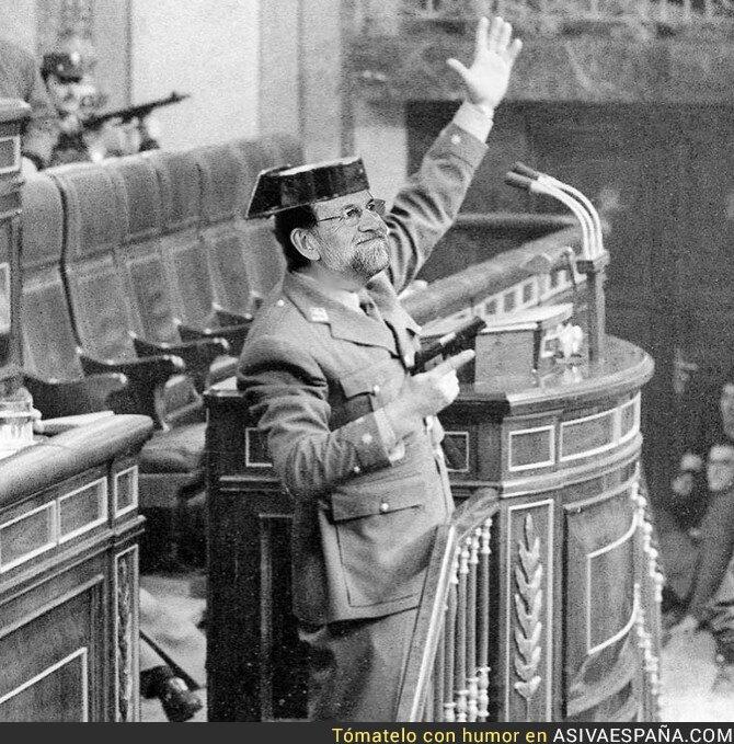 77501 - Primera imágenes de Rajoy tomando posesión del govern de Cataluña