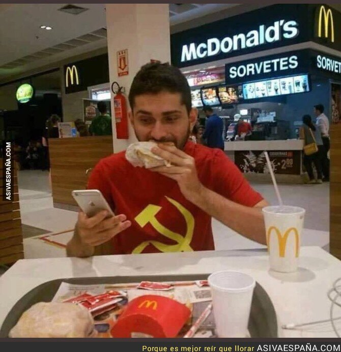 78707 - Aquí luchando contra el capitalismo desde el McDonald's mientras lo tuiteo en mi nuevo iPhone