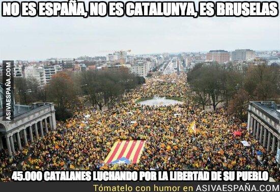 79790 - Increíble imagen en Bruselas del independentismo catalán