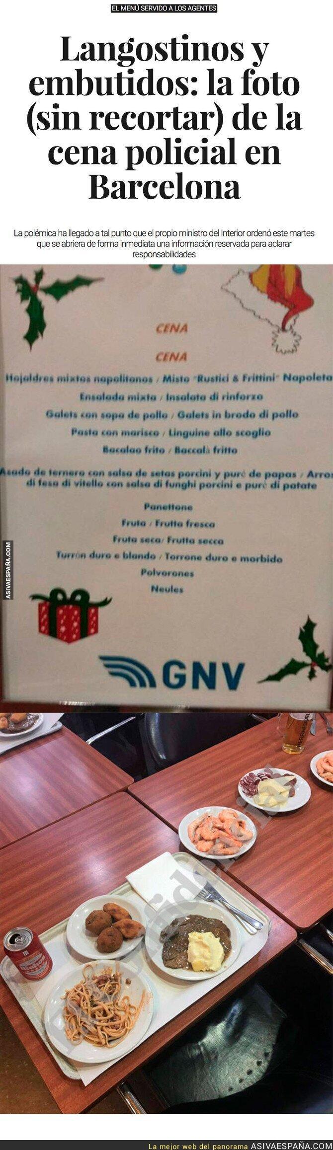 80657 - Esta es la foto REAL sin manipular que difundió la Policía sobre su cena de Nochebuena en Barcelona