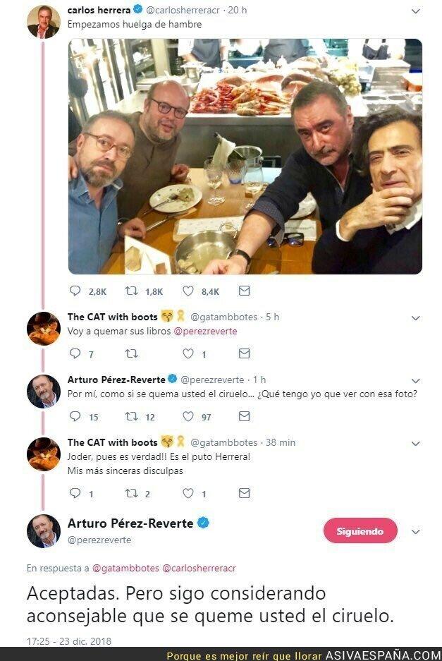 101095 - Confunden a Arturo Pérez-Reverte con Carlos Herrera y él no tiene piedad en responder