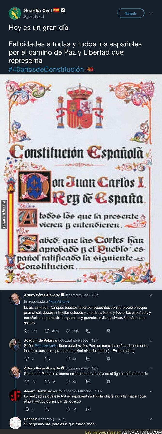 99792 - Arturo Pérez-Reverte le pega un gran hachazo a la Guardia Civil tras felicitar a los españoles con lenguaje inclusivo
