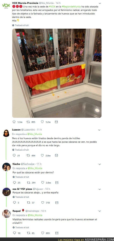 106254 - Vox Murcia dice que las feministas han atacado su fachada con huevos y mucha gente se da cuenta de un pequeño detalle...
