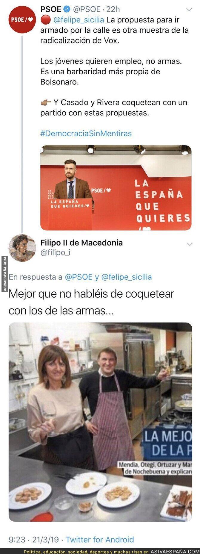 107185 - El PSOE carga contra VOX por el uso de armas y le responden con una foto que les calla la boca